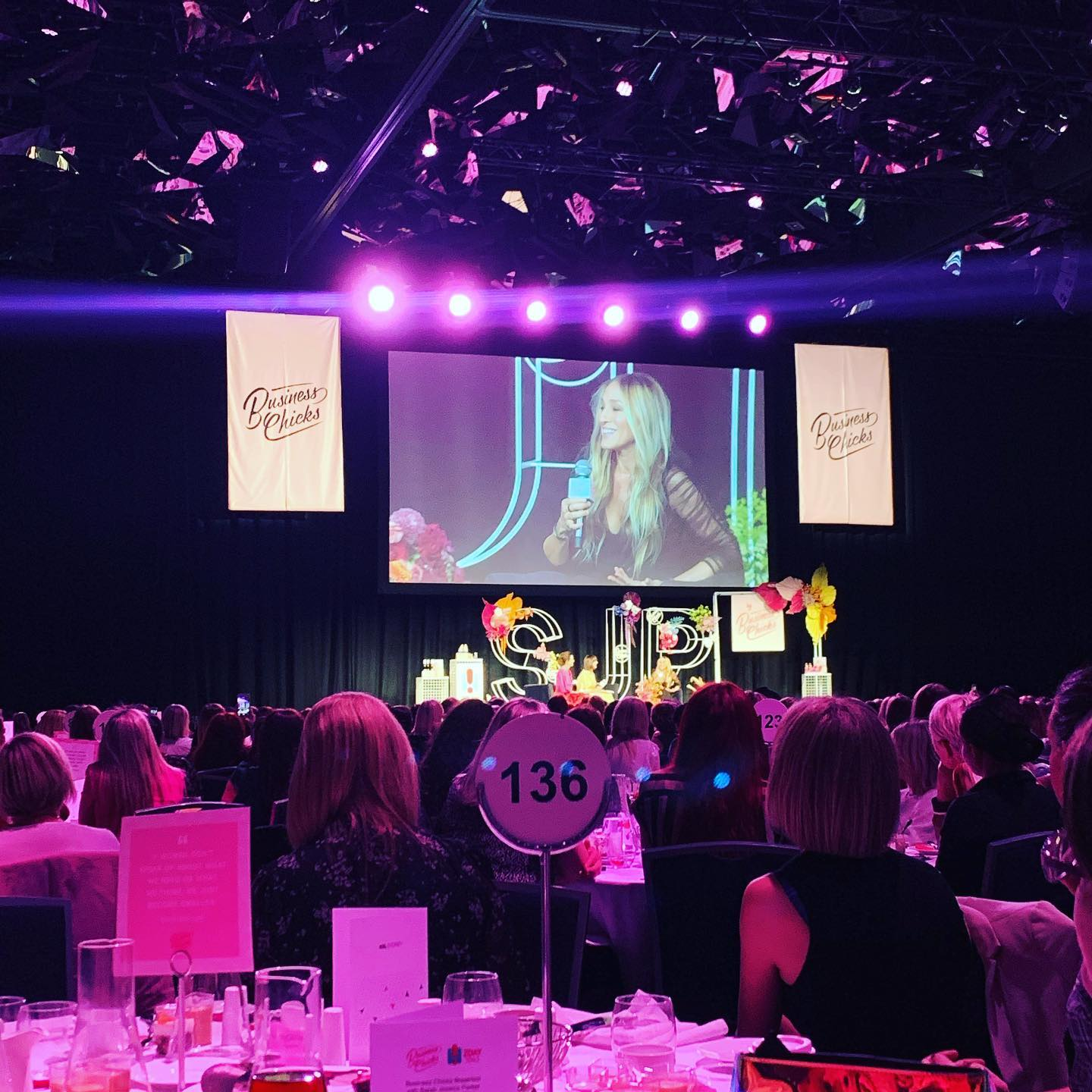 It's not every day that you get to have breakfast with @sarahjessicaparker ... Well, sort of... Fantastic @businesschicks event yesterday with SJP, talking all things Sex and the City, her businesses and her secrets to success in business and family life 🗝Monday morning well spent 🏼 #PersonalDevelopment #Motivation #Inspiration #BusinessChicks